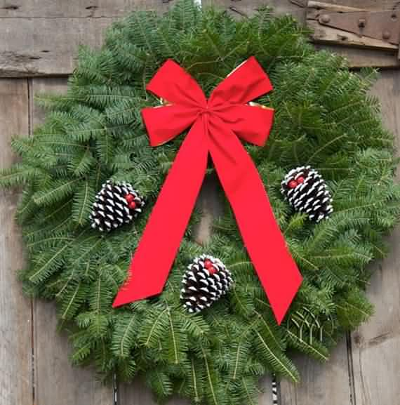 awesome-outdoor-christmas-wreaths-ideas-19