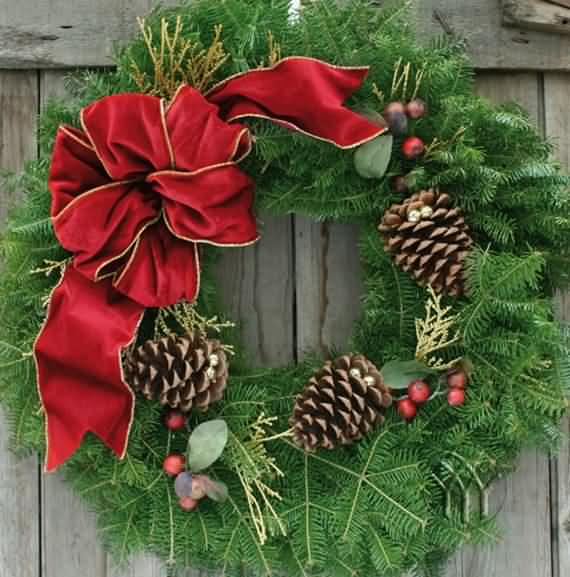 awesome-outdoor-christmas-wreaths-ideas-20