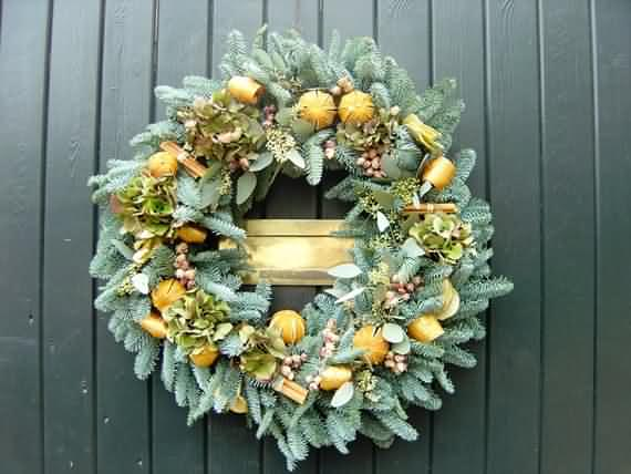 awesome-outdoor-christmas-wreaths-ideas-22