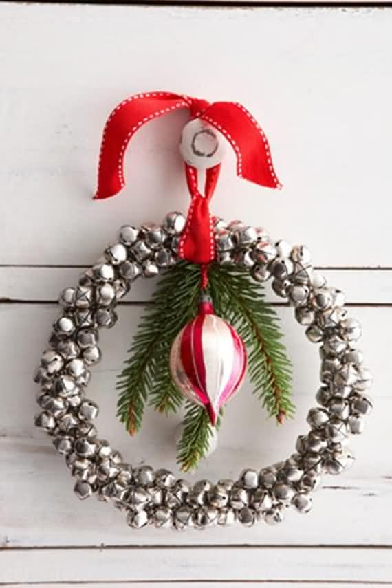 awesome-outdoor-christmas-wreaths-ideas-27