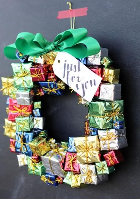 awesome-outdoor-christmas-wreaths-ideas-29
