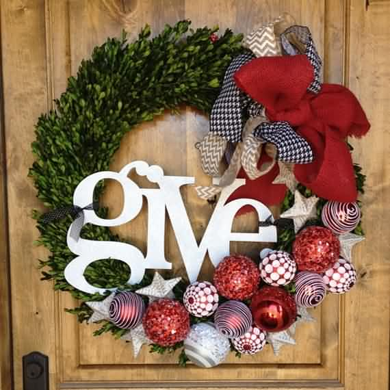 awesome-outdoor-christmas-wreaths-ideas-31