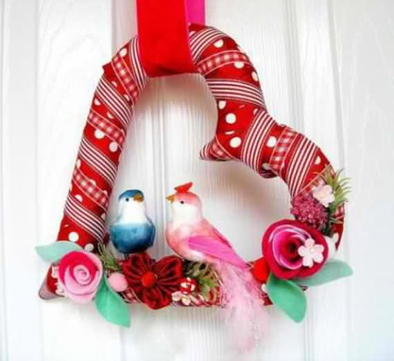 awesome-outdoor-christmas-wreaths-ideas-33
