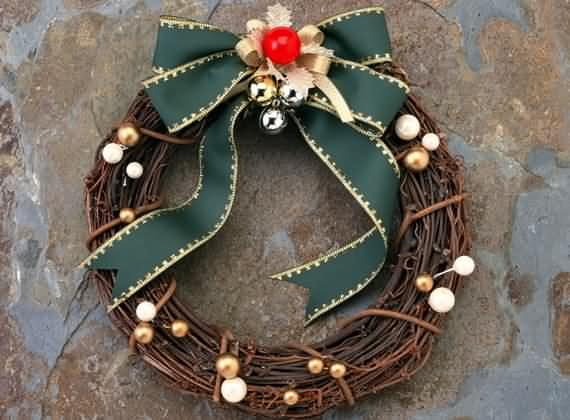 awesome-outdoor-christmas-wreaths-ideas-35