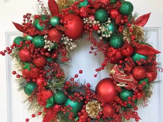 awesome-outdoor-christmas-wreaths-ideas-40
