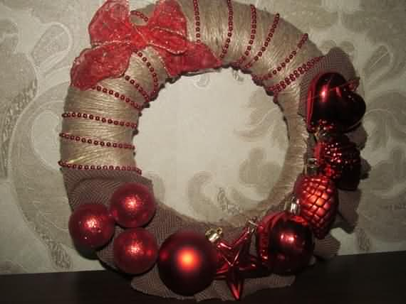 awesome-outdoor-christmas-wreaths-ideas-44