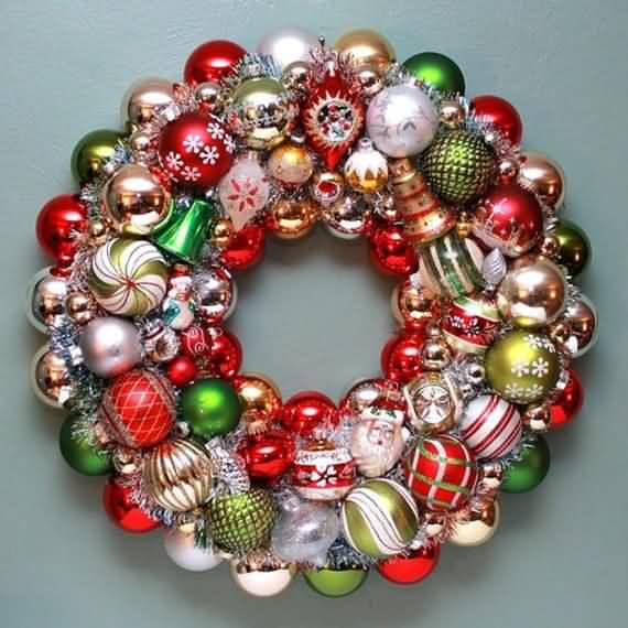 awesome-outdoor-christmas-wreaths-ideas-46