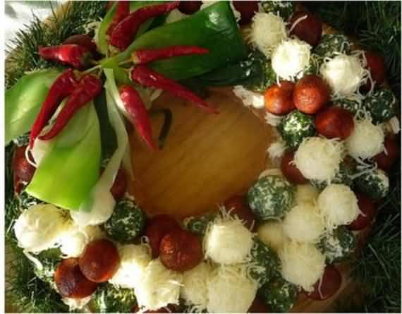 awesome-outdoor-christmas-wreaths-ideas-47