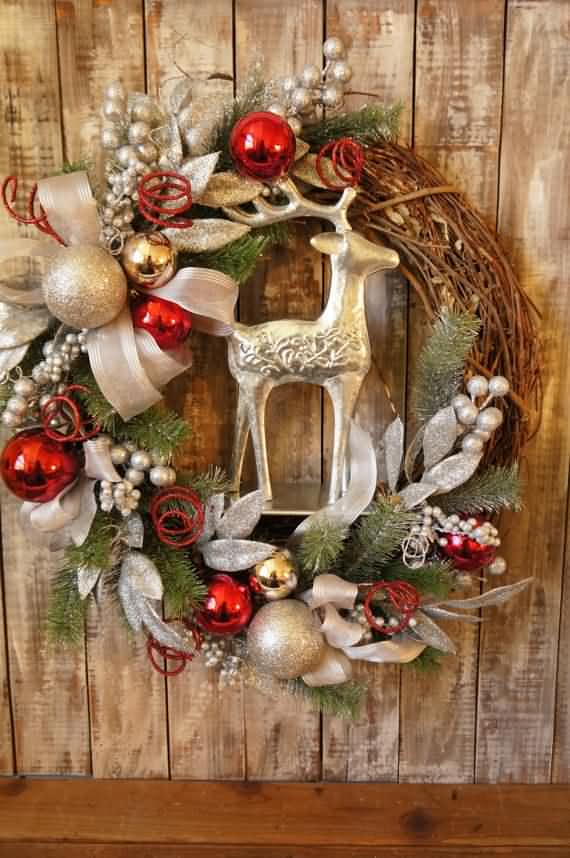 awesome-outdoor-christmas-wreaths-ideas-50