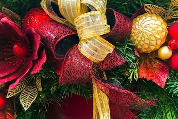 awesome-outdoor-christmas-wreaths-ideas-9