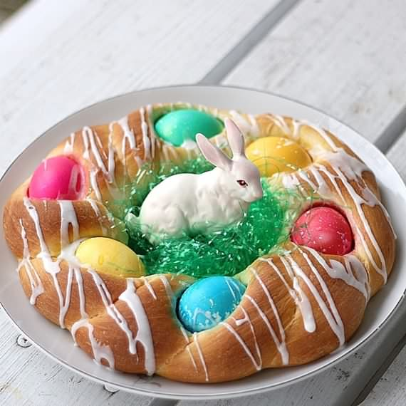Easter Bread With Colored Eggs , Easter , Bread With Colored Eggs , Easter Bread , Colored Eggs , Bread , Eggs